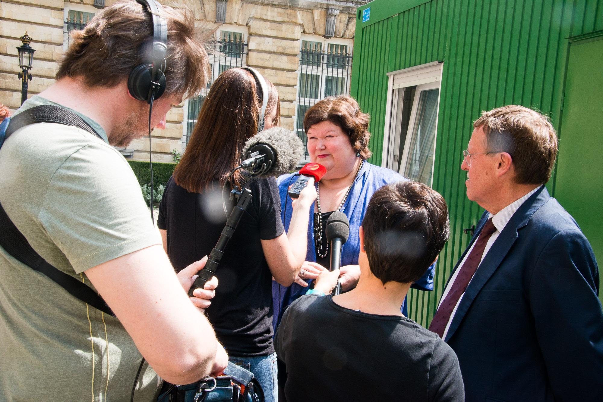 [Image: Belgian Minister and MPs touched by women's stories in the African pop-up family planning clinic]